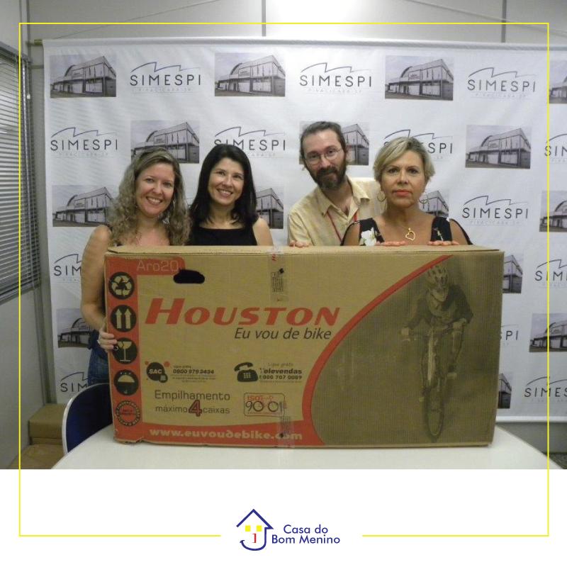 Simespi Piracicaba entrega bicicleta para o 1º Encontro Beneficente da entidade.